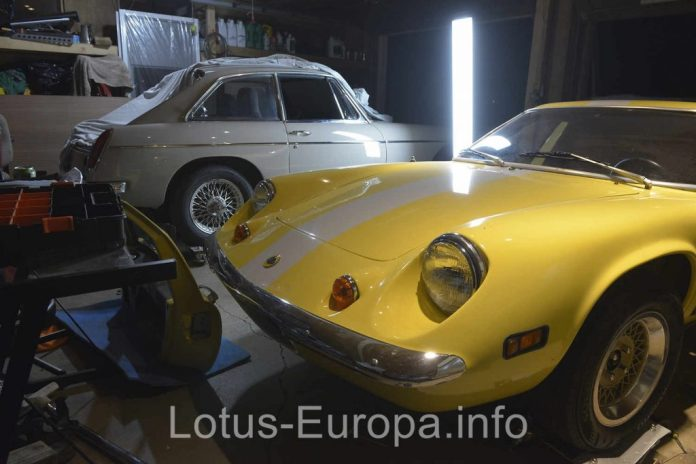 Lotus Europa and MGB GT