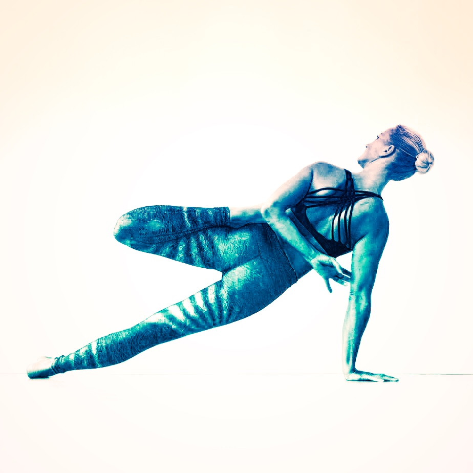 The Best Yoga Pose for Confidence Is One You Might've Already Been Doing Off the Mat 2