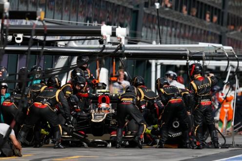 Romain Grosjean, Lotus E21 Renault, makes a pit stop.