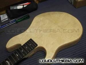 Guitarra do avesso