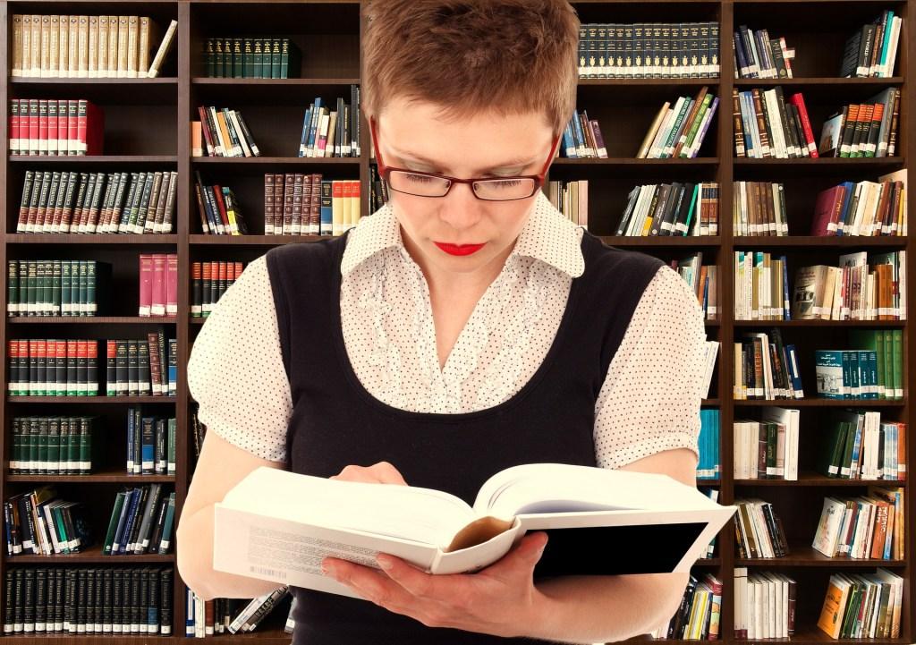 femme-bibliotheque-lexique-glossaire