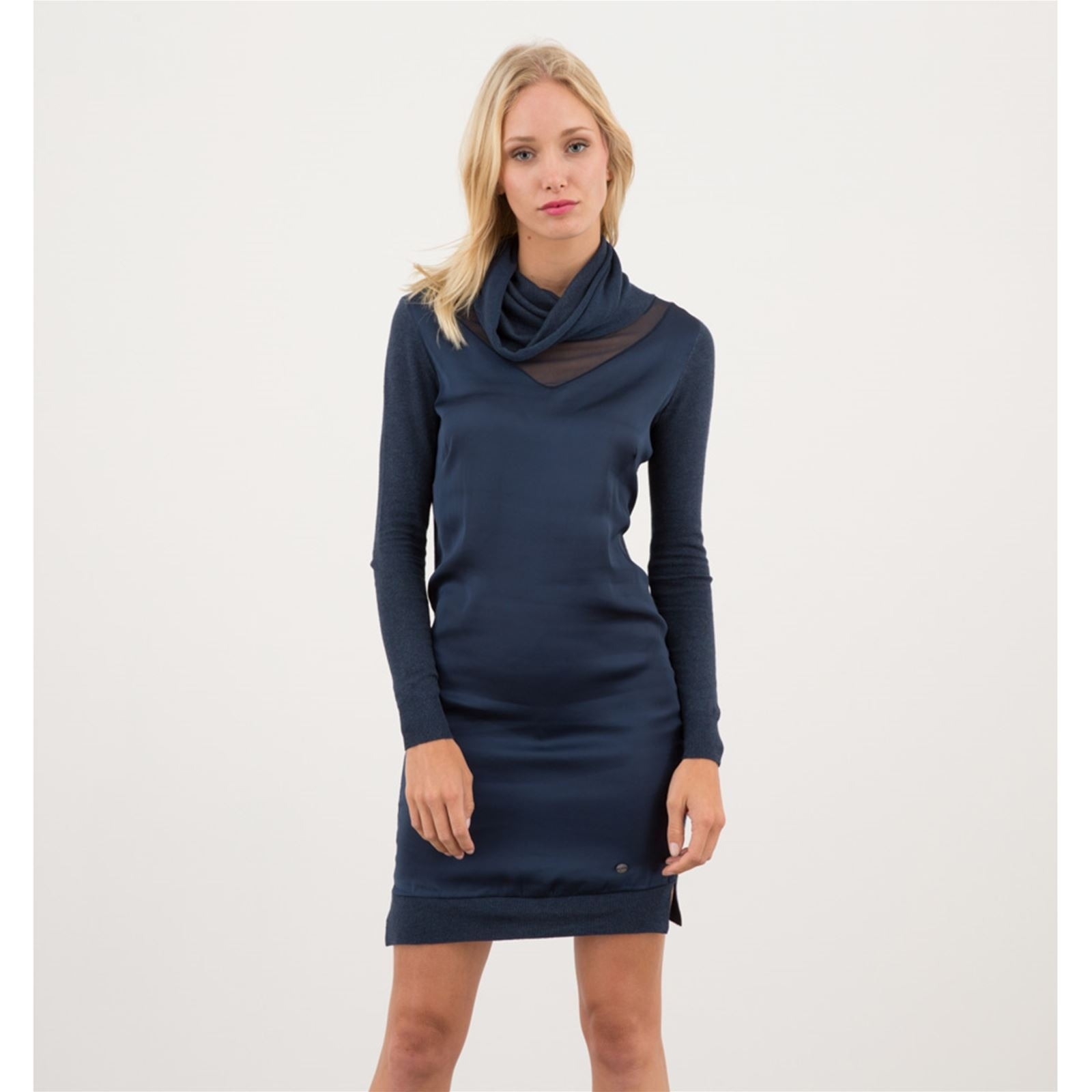 Kleid blau mit armeln