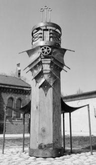 Roland | Innenhof Kreisverwaltung Uckermark, Prenzlau | 1994,Eichenholz/Kupfer | 340x240x150cm