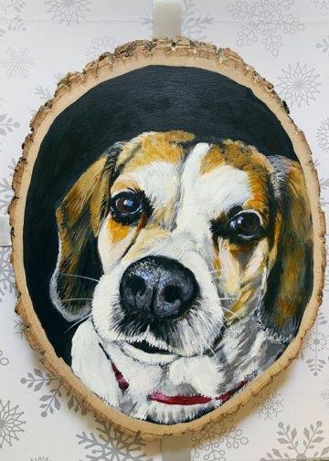 Daisy on wood slice by Louise Primeau, Ottawa pet portrait artist.