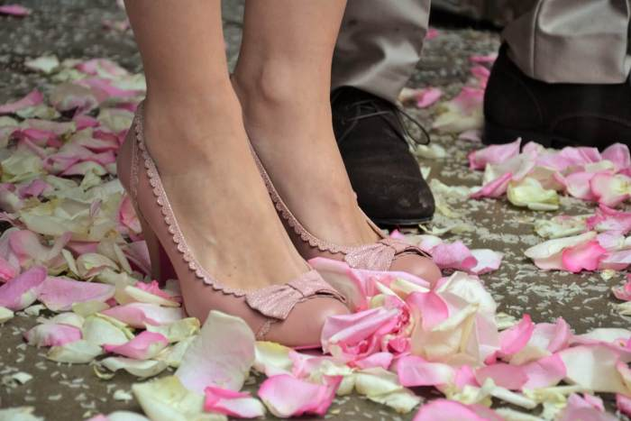 mariage pétales de rose