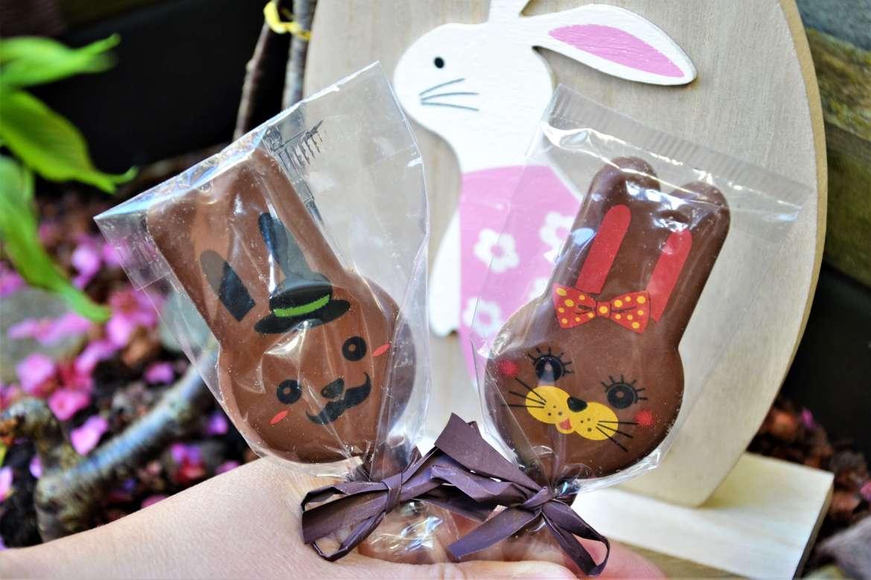 duo de sucettes en chocolat mr et mme lapin de Neuville