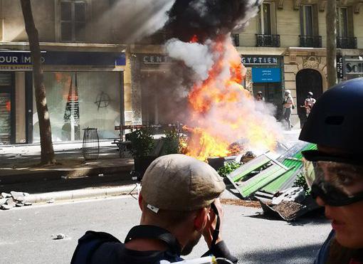 Pariisis on taas põrgu lahti, kliimasõdalased on seal ühinenud kollaste vestidega