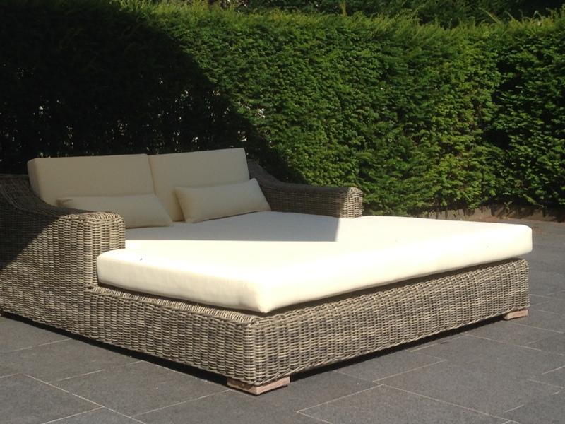 Design duo ligbed St Tropez gemaakt en weerbestendig