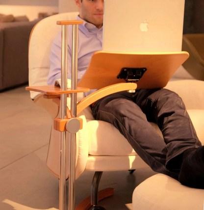 La scrivania si evolve e diventa regolabile per PC portatili e tablet