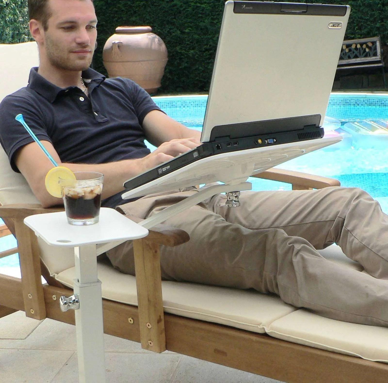 A kertben található laptop, szabadtéri terasz