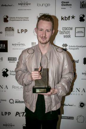 Piotr Popiołek wygrywa Cracow Fashion Awards Piotr Popiołek wygrywa Cracow Fashion Awards! 2