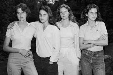 To samo zdjęcie przez 40 lat! - jak zmieniły siękobiety?
