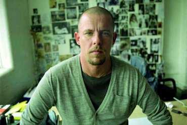 Alexander McQueen: ten, któryumiał czarować modą. Piękna historia bezszczęśliwego zakończenia.