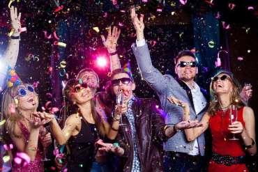 Jaką stylizację imprezową wybrać nasobotni letni wieczór?