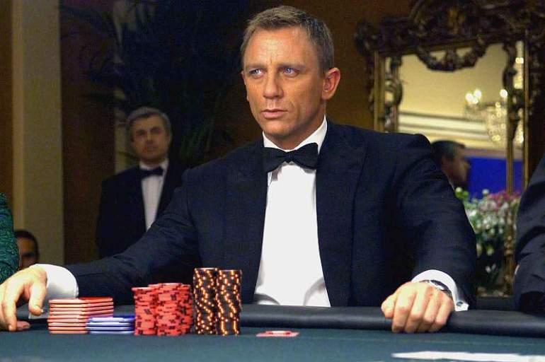 James Bond - agent 007 przy pokerowym stole