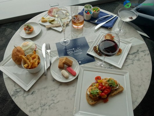 EWR-united-polaris-lounge-ewr-02768