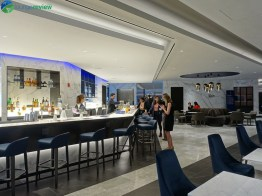 EWR-united-polaris-lounge-ewr-02852