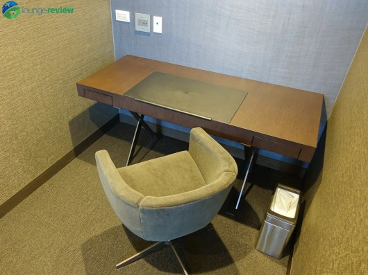 LAX-united-polaris-lounge-lax-08547-blg