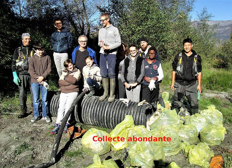 De jeunes Lourdais ont nettoyé les berges du Gave à Lau-Balagnas