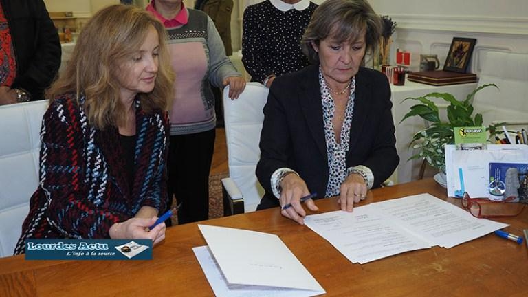 Read more about the article Signature de la Convention entre la Ville et les producteurs de la comédie musicale «Bernadette de Lourdes»