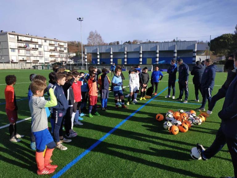 Read more about the article Lourdes : L'académie du FCL XI s'est vue aidée par nos joueurs seniors malgré la période sanitaire