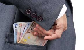 Read more about the article Lourdes : il avait détourné plus de 800 000 euros !