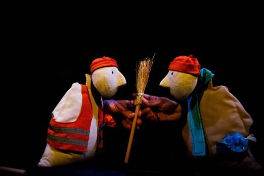 Read more about the article Argelès-Gazost : «Du Balai» Spectacle de marionnettes le 10 octobre au Petit Théâtre de la Gare