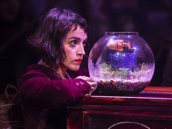 Audrey Brisson as Amelie.