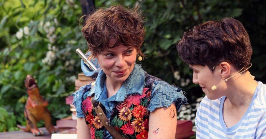 Erica Flint and Jo Patmorw in Queen Mab