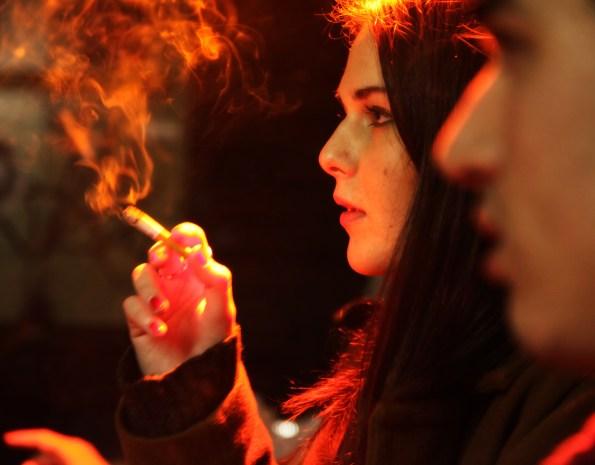 girl smokes