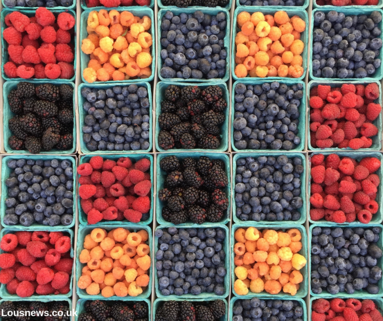Natural ways to reduce anxiety, foods that help combat anxiety, anxiety reducing foods. Berries help with anxiety.