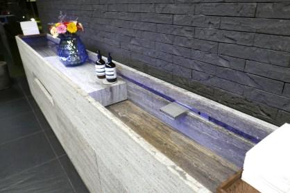 Hallway sink for guests at Hertog Jan