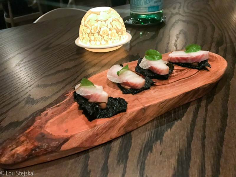 Smoked eel, black garlic aioli, nori chip (Amuse)