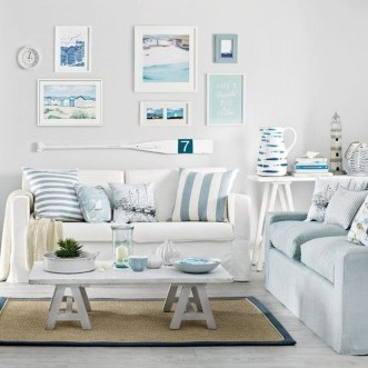 Elegant Coastal Themes For Your Living Room Design 28