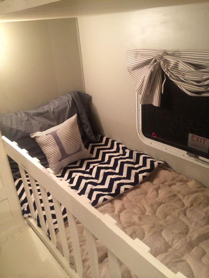 Cozy RV Bed Remodel Ideas On A Budget 34