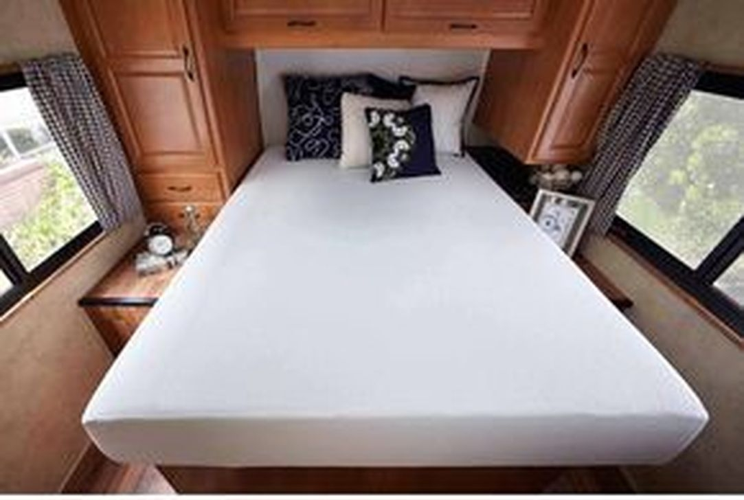 Cozy RV Bed Remodel Ideas On A Budget 51
