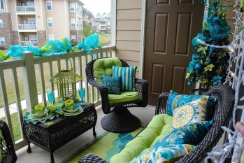 Stunning Balcony Decoration Ideas With Seating Areas 03