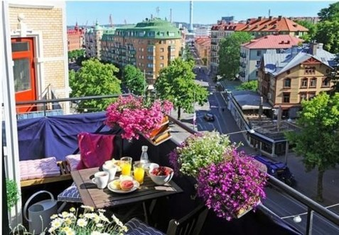 Stunning Balcony Decoration Ideas With Seating Areas 43