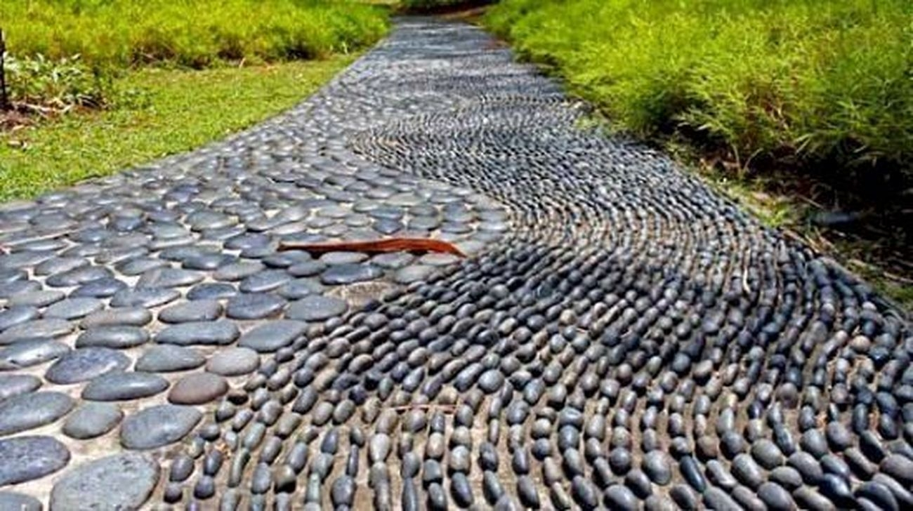 Awesome Small Garden Ideas With Stone Path 33