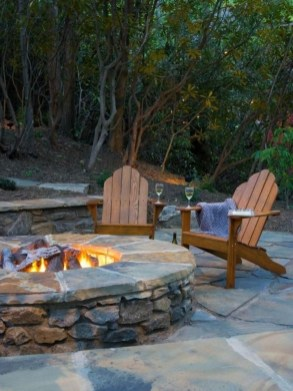 Marvelous Outdoor Fire Pit Ideas To Enjoying This Summer 26
