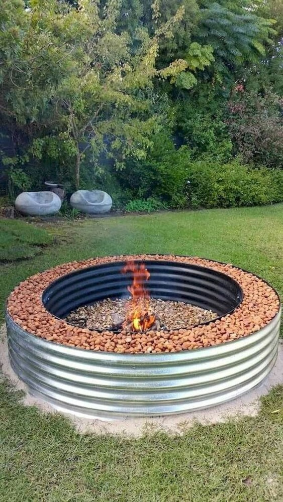 Marvelous Outdoor Fire Pit Ideas To Enjoying This Summer 34