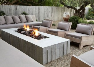 Marvelous Outdoor Fire Pit Ideas To Enjoying This Summer 36