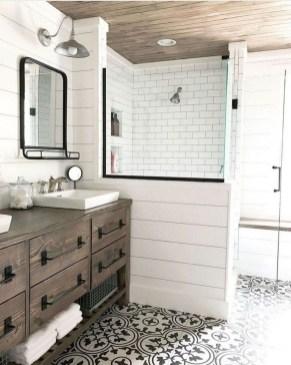 Amazing Bathroom Decor Ideas With Farmhouse Style 43