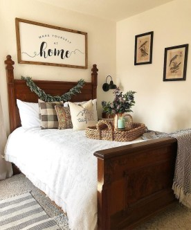 Gorgeous Farmhouse Bedroom Remodel Ideas On A Budget 23