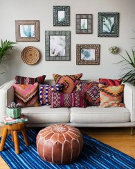 Adorable Colorful Pillow Ideas For Cozy Living Room 21