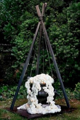 Cool DIY Halloween Decoration Ideas For Limited Budget 15