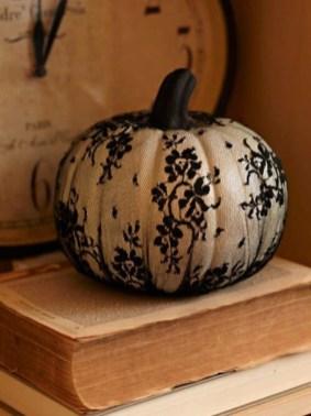 Cute Halloween Pumpkin Decoration Ideas For More Fun 07
