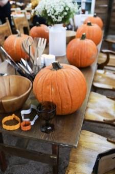 Cute Halloween Pumpkin Decoration Ideas For More Fun 12
