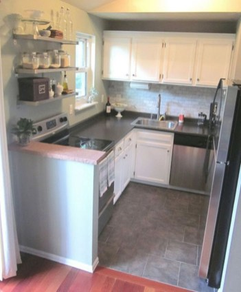 Wonderful Kitchen Cabinets Ideas For Your Tiny House 26
