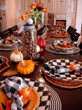 Astonishing Halloween Table Decoration That Perfect For This Year 16